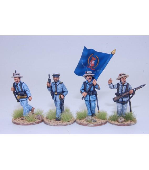 Grupo de mando de infantería española avanzando