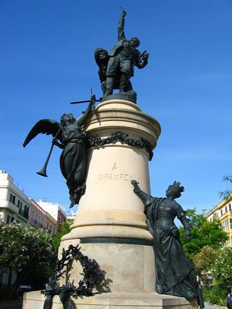 Estatua de Joaquín Vara del Rey en Ibiza.