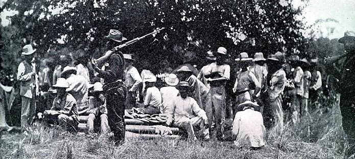 Prisioneros españoles tras la batalla de El Caney.