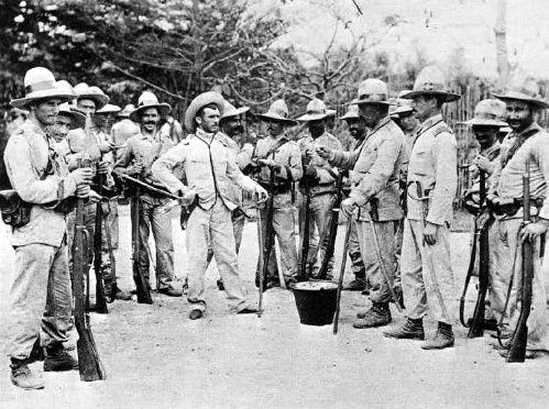 Soldados españoles en Manila.